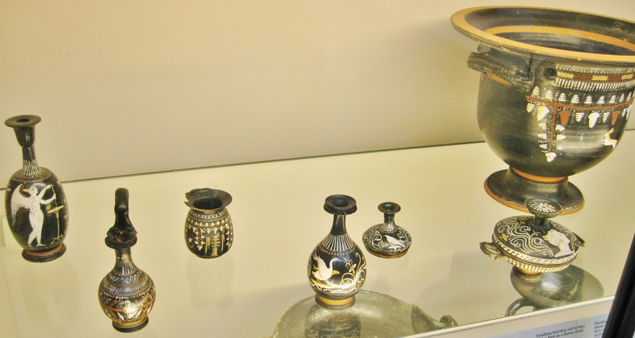 Red figure vases, Greek colonies of south Italy, Gnathian ware