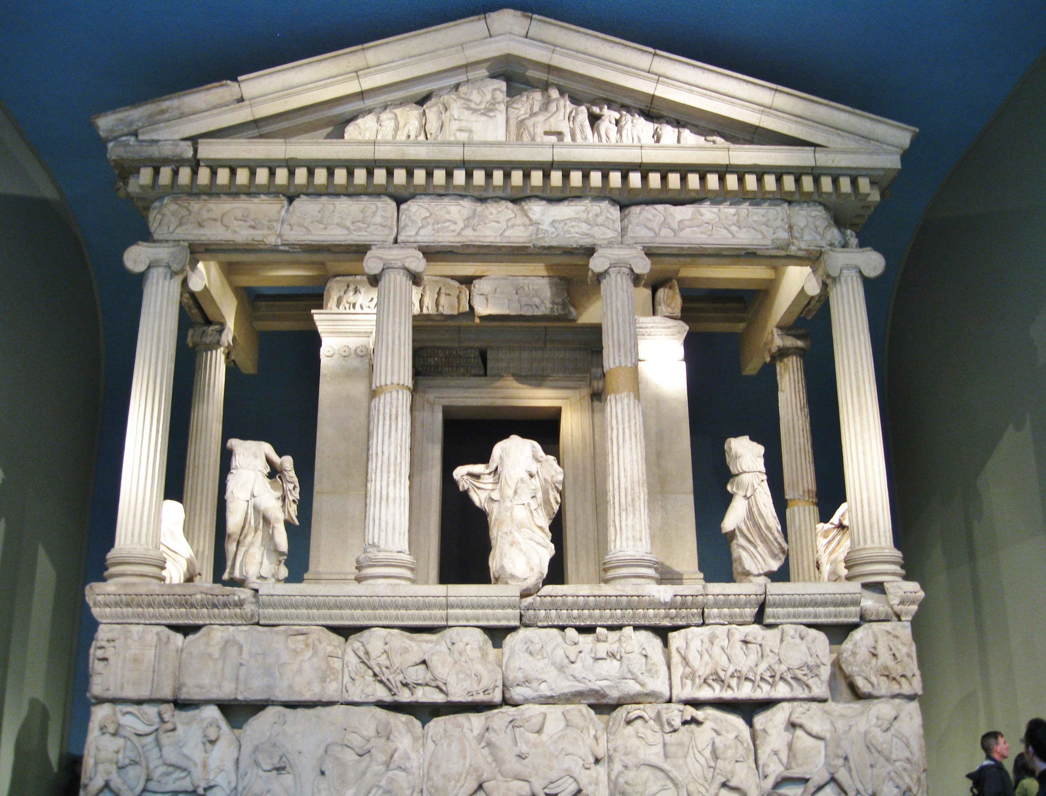greek architecture essay Greek architecture is distinguished by its three famous column designs known as the doric, ionic and corinthian, which consist of decorated pediments with a focus on.